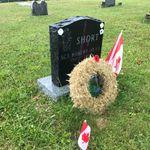 Pierre tombale – Pierre tombale du Sgt Robert Alan SHORT, CD au cimetière de l'église baptiste de Nasonworth, Nasonworth (près de New Maryland) NB, Canada. (Crédit photo : Capitaine (retraité) E.L.L. Gaudet, CD)