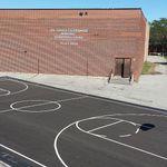 Mémorial – La vue complète du tout nouveau terrain de basketball de Joshua, construit en son honneur - Je t'aime, maman